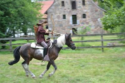 bogenII-2013maria-pferd1_kl.JPG